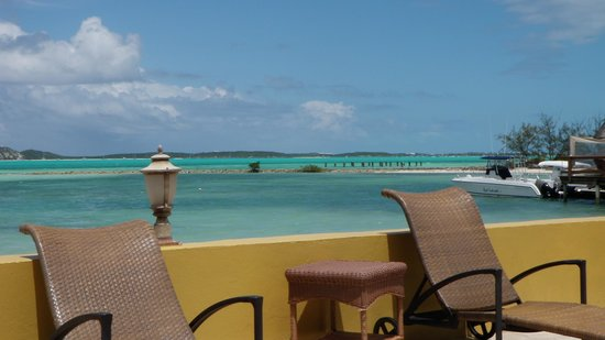 Augusta Bay Bahamas : Near the pool