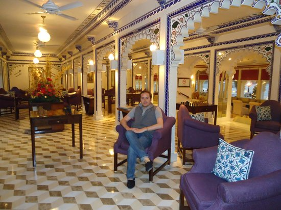 Taj Lake Palace Udaipur: Beautiful Lobby Bar