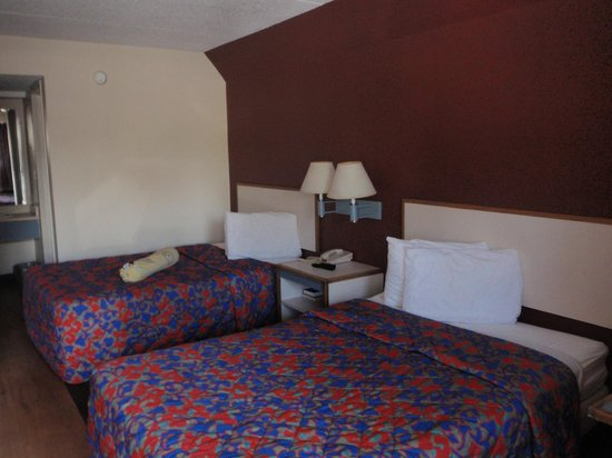 Red Roof Inn Austin North: Beds