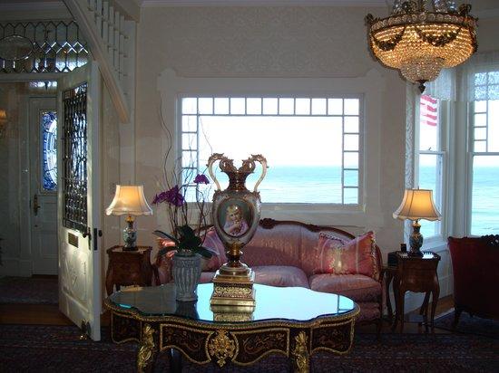 Seven Gables Inn: Lobby