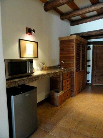 Hotel Quinta Misión: Wet Bar Area