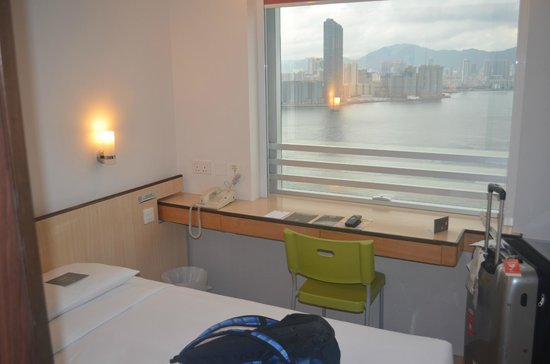 Ibis Hong Kong North Point: desk