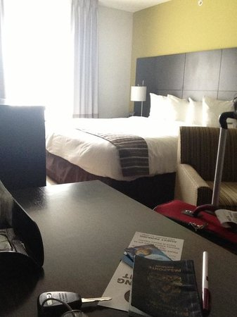 Comfort Suites Miami Airport North: the room