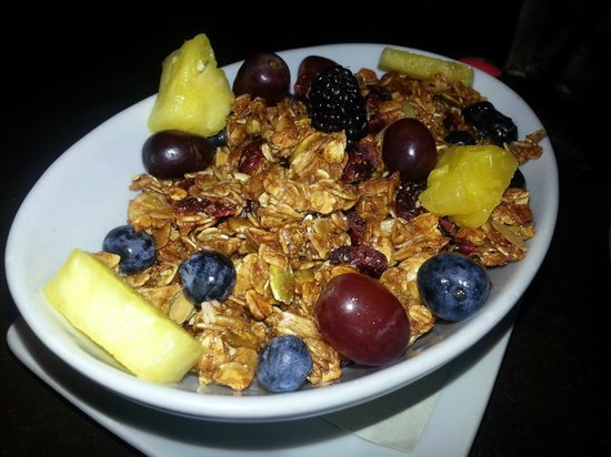 Nose Dive: Exceptionally Crunchy Granola with Yogurt