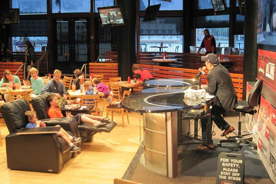 ESPN Club : Live radio show with prizes for answering trivia questions!