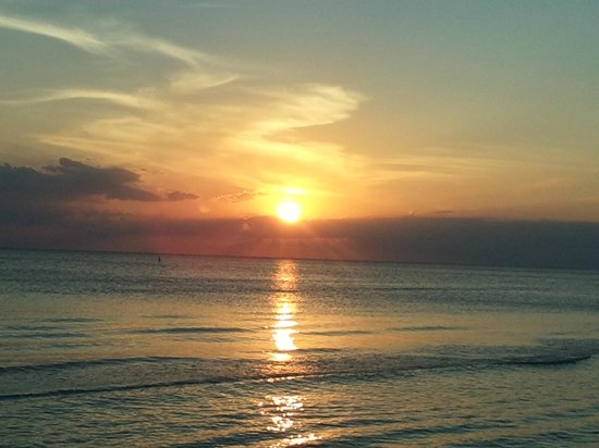 Bonita Beach Resort Motel: Here is a beautiful sunset from the beach across the street!