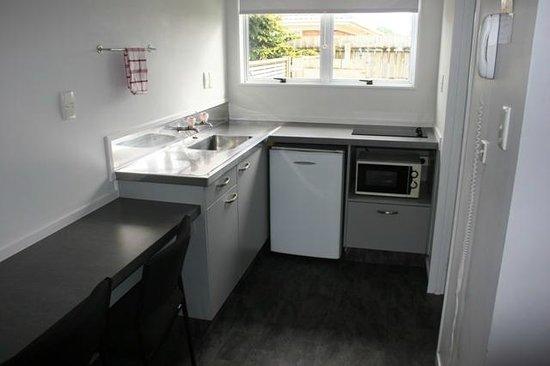 Burgundy Rose Motel : Studio Kitchen