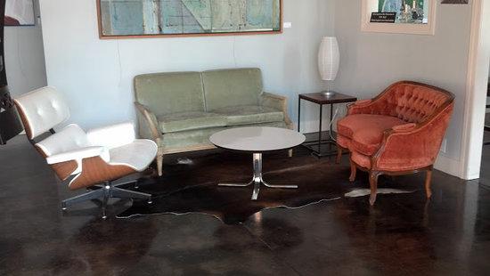 Brix Nouveau: Seating Area