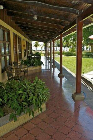 Beach Break Resort : Beach Front Rooms in Front of Pool and Restaurant