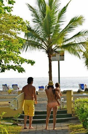 Beach Break Resort : Beach Entrance