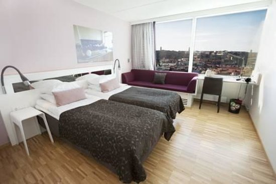 Scandic Hotel Opalen: small but comfy room