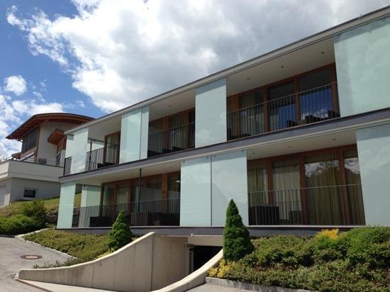 Emma Apartments: المبنى من الخارج