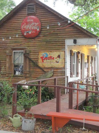 Bayou Cabins: The office and dining area
