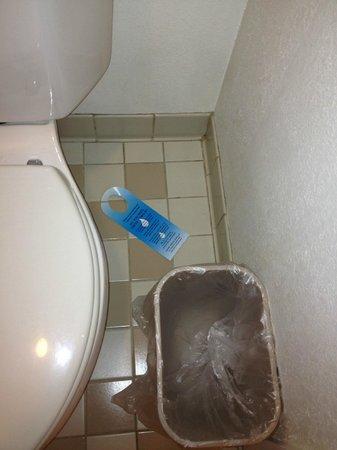 Sleep Inn: bathroom dirty and not clean