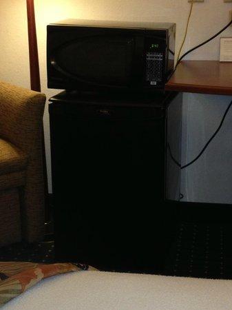 Sleep Inn : microwave directly on top of a broken fridge