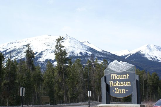 Mount Robson Inn: Is that a welcoming sign or what?