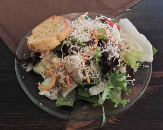 Florissant, MO: Dinner salad. Try one of the house dressings