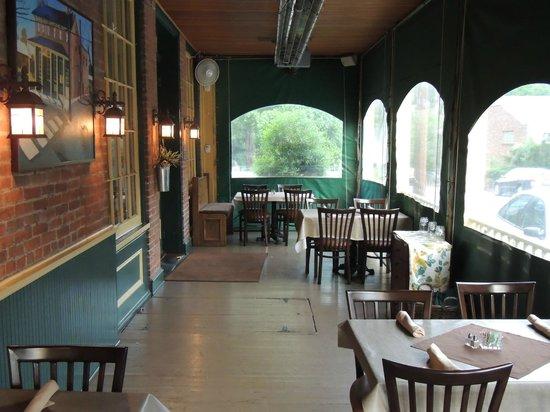 Hendel's Restaurant: Front Patio
