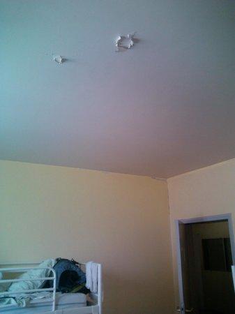 Justabed: pintura do teto descascando