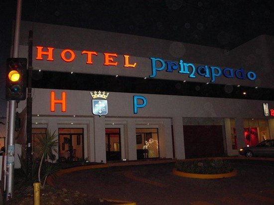 Hotel Principado Tijuana : fachada noche