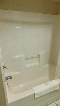 Comfort Suites Airport: Bathroom 2