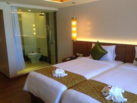 Beyond Resort Karon: New room decor - very lovely.