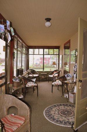 Korner Kottage Bed & Breakfast: The Porch