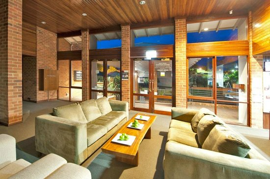 Darby Park Serviced Residences: The hotel entrance, lobby and lounge
