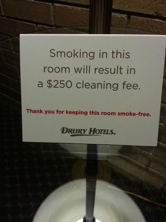 Drury Inn & Suites Kansas City Airport: Nice for serious non-smokers