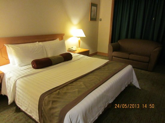 The Centrepoint Hotel: Our room