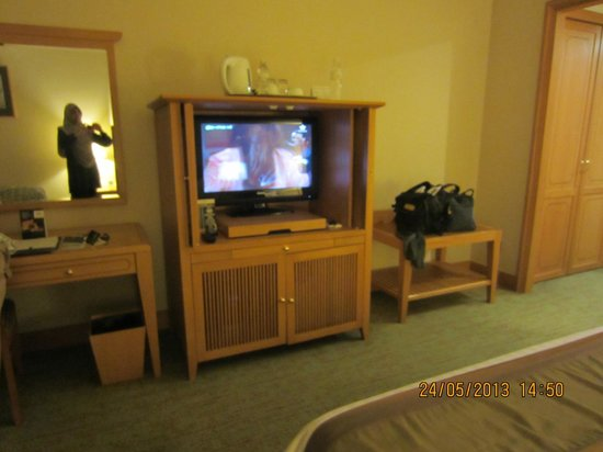 The Centrepoint Hotel: TV Console