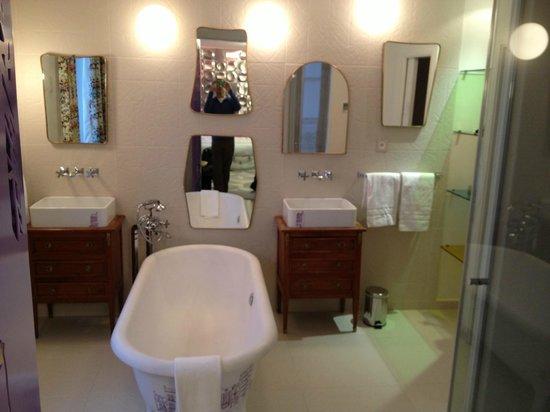 Hotel Crayon by Elegancia : Junior suite bath