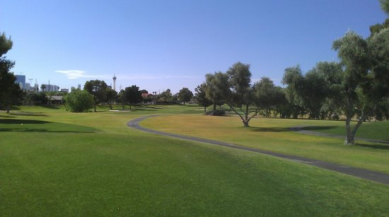 Las Vegas National Golf  Club: Beautiful backdrop