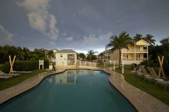 Islander Bayside Townhomes: Beautiful Pool and view to resort