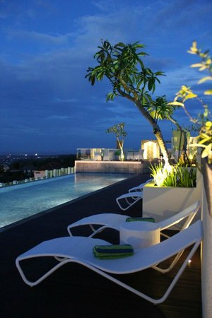 MaxOneHotels at Bukit Jimbaran : Roof Top Swimming Pool