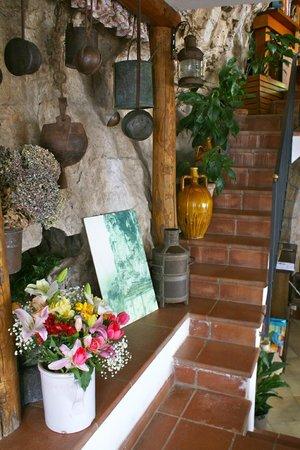 La Grotta dei Fichi: Fresh flowers