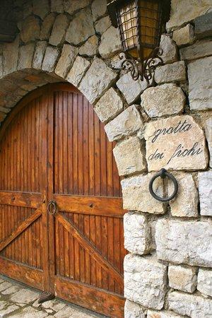 La Grotta dei Fichi: Entrance to property