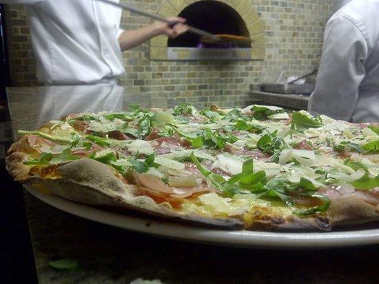Stizzoli: Pizzas a leña