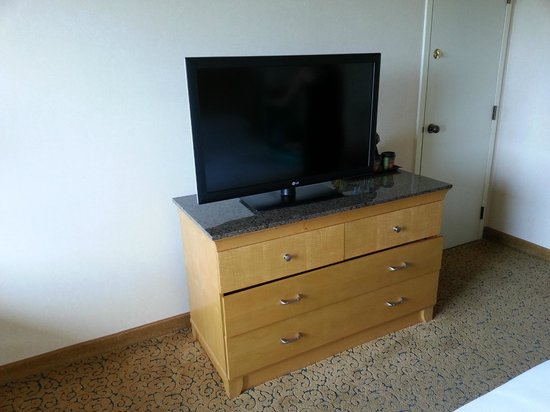Doubletree by Hilton Anaheim - Orange County: Great TV and roomy dresser