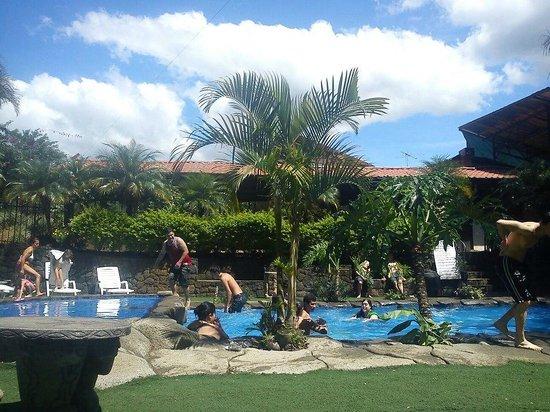 Hotel Monte Campana: un panorama de la zona de piscina