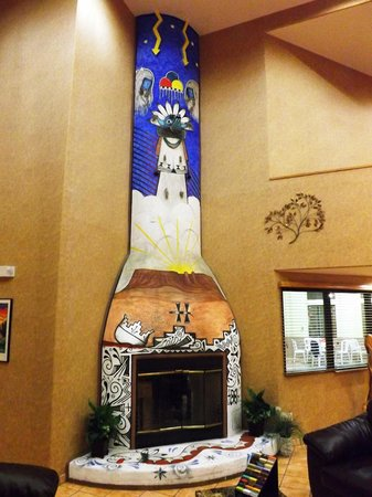 Santa Fe Comfort Inn: ReallyCool Fireplace in Lobby