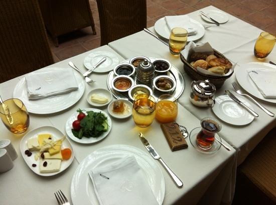 Divan Cukurhan: Breakfast
