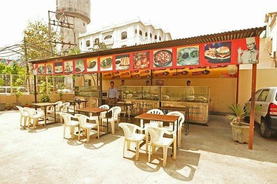 Raj Darbar Hotel: Out side Dinning Area