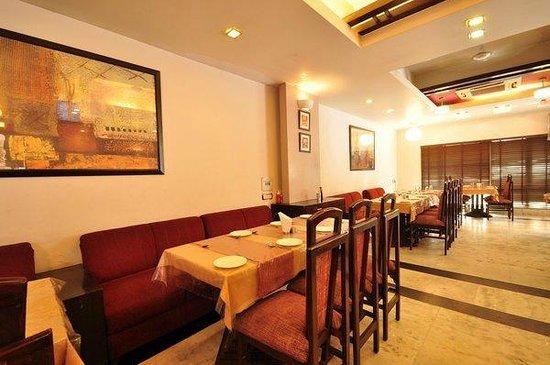 Raj Darbar Hotel: Dinning/ business centre