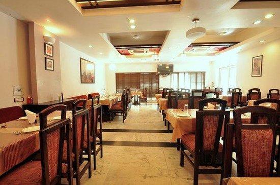 Raj Darbar Hotel: Restaurant