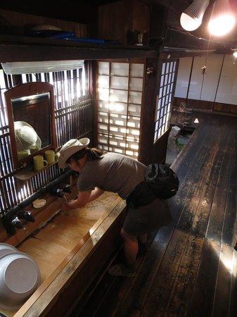 Naraijuku: The quaint sinks at Ryokan Echigoya