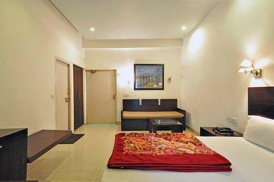 Raj Darbar Hotel: Deluxe Room