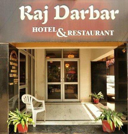 Raj Darbar Hotel: entrance to Hotel