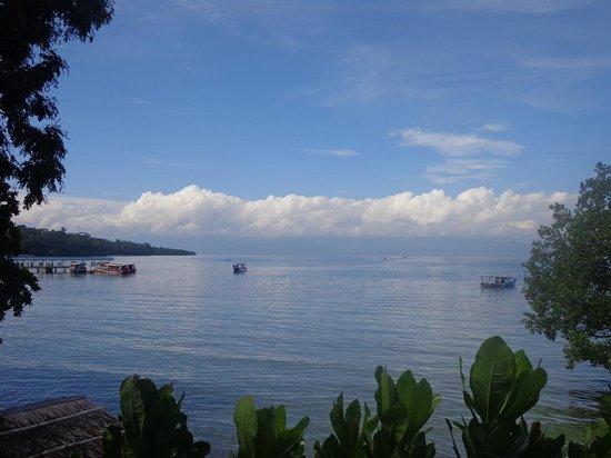 Happy Gecko Resort Bunaken (Cicak Senang): sea view from the eating/hangout area