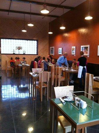 Humdinger's Gourmet Pizza Co. : Humdinger's Custom Dining Room